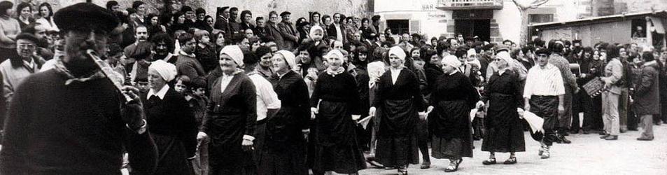 Mujeres de Zubieta, bailando en los carnavales