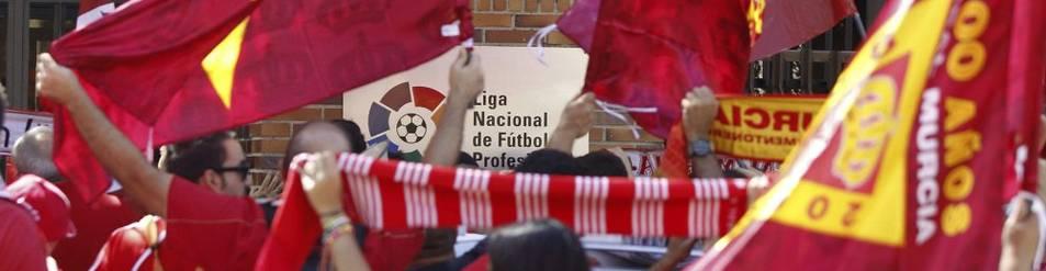 Afición del Murcia protesta contra la LFP