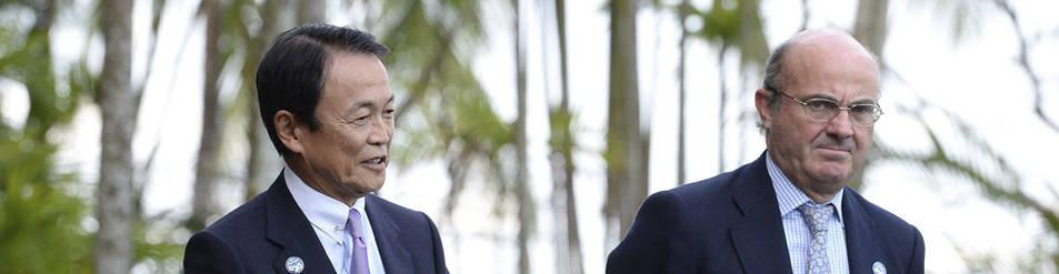 Luis de Guindos (d), junto al ministro de Finanzas de Japón en la cumbre del G20
