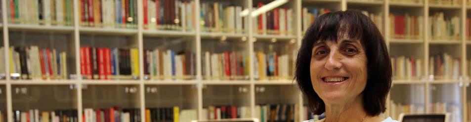 Carmen Nieto, en la sala de lectura de las oficinas de Diario de Navarra en la calle Zapatería.
