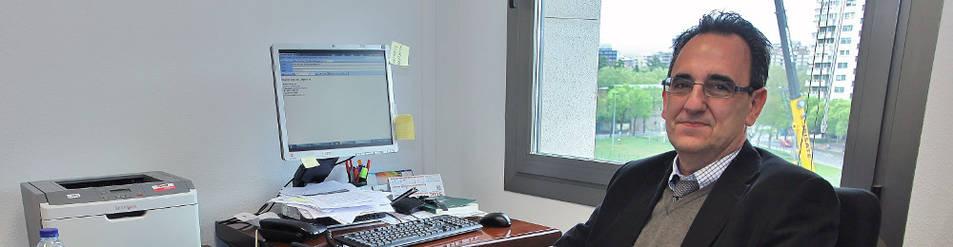 Martín Corera Izu, experto en derecho registral, en su despacho de los Juzgados.