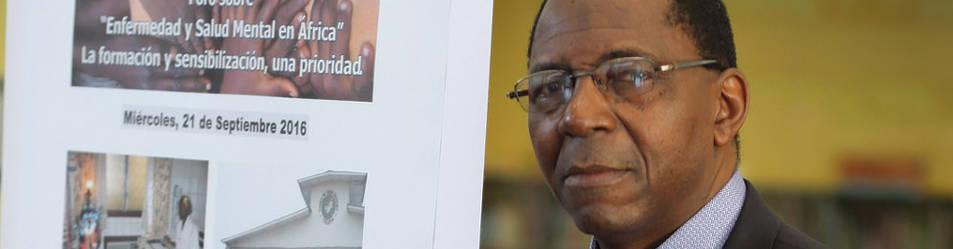 Samuel Mampunza, decano de Psiquiatría en el Congo.