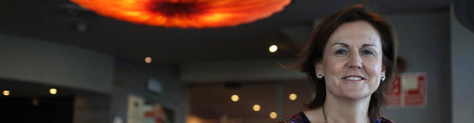 La profesora Ana Azurmendi es consejera del 'Centro de estudio sobre Internet y la vida digital' de la Facultad de Comunicación de la UN.