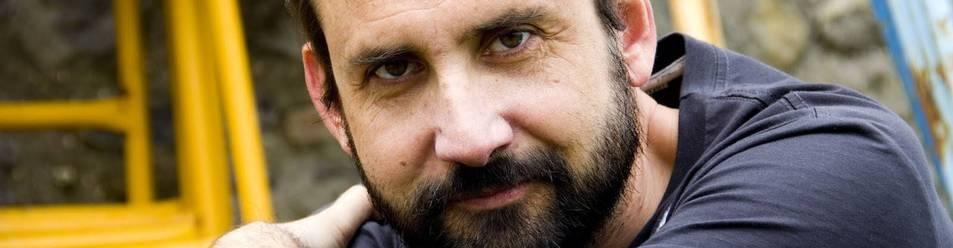 Joaquín Berges, nacido en Zaragoza, acude por primera vez al Club de Lectura de Diario de Navarra. Autor de cinco novelas, en su encuentro tratará sobre su última publicación.