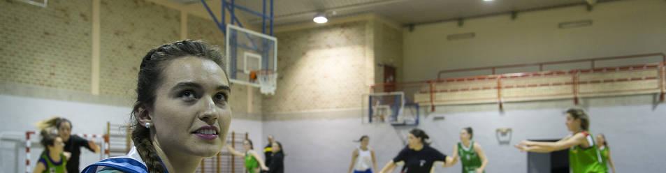 Foto de Carla García San Martín, durante el entrenamiento del Lagunak Lakita este pasado martes por la tarde en el polideportivo de Barañáin.