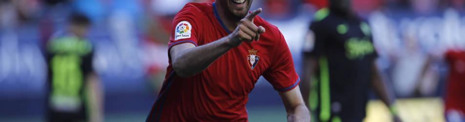 Kenan Kodro celebra el gol que marcó al Sporting de Gijón recientemente en El Sadar.