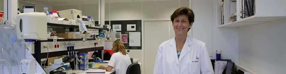 La catedrática María Pilar Civeira Murillo, directora general del CIMA de la Universidad de Navarra, en uno de los laboratorios del centro.
