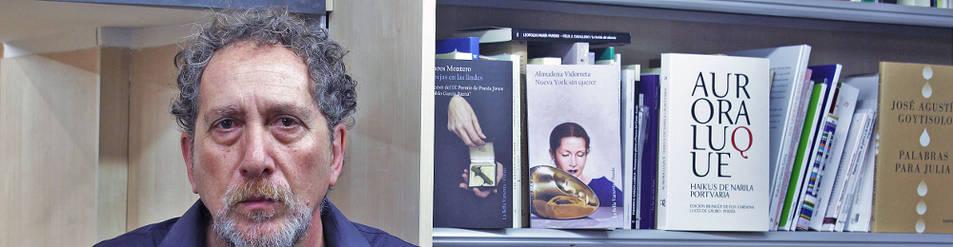 Foto de Carlos Skliar, ayer, en la librería Auzolan de Pamplona.