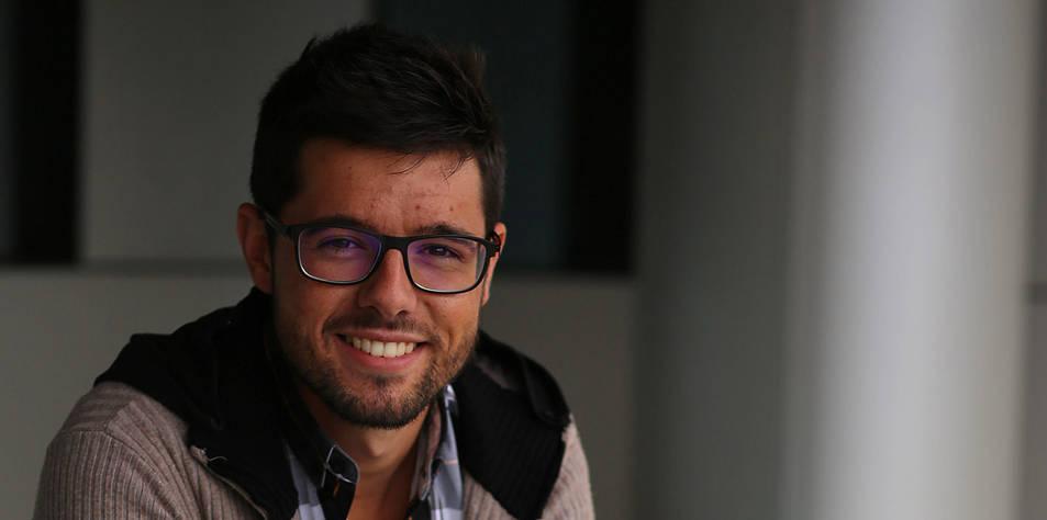 Óscar Azparren, graduado en Periodismo por la Universidad de Navarra y autor del libro sobre su experiencia como víctima de acoso escolar 'Sombras de un pasado', trabaja en la Cadena SER.