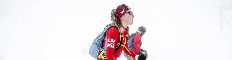La esauiadora navarra cadete Rita Jiménez, compitiendo con la selección española de esquí de travesía o montaña.