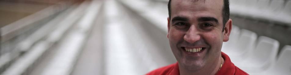 El técnico de Basket Navarra, David Mangas, ayer en el Polideportivo Arrosadía donde entrenó con el equipo.