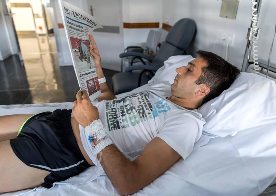 Javier Castaño, recuperándose de sus heridas.