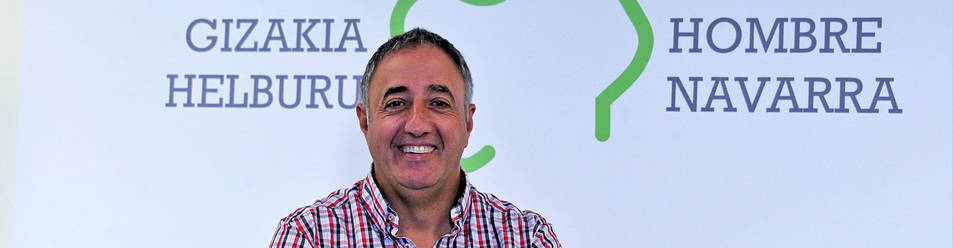 Alfonso Arana Marquina, terapeuta tafallés de 55 años, en la sede de Proyecto Hombre, en Pamplona.