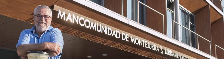 El gerente de Mancomunidad de Montejurra, Laureano Martínez, posa en el exterior de la sede a la que la entidad se trasladó en 2010.
