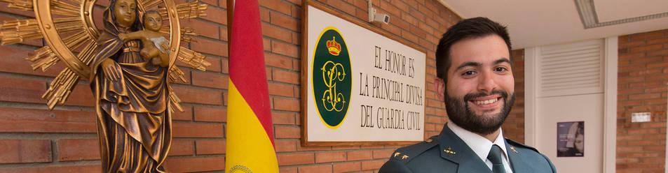 Óscar Arenas, en el  cuartel de Monzón, su anterior destino antes de pasar a Alfafar.