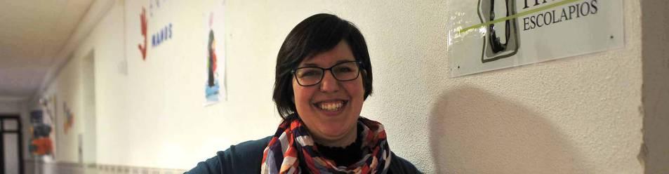 Esther Gil Egozkue, coordinadora de la Fundación Ítaka-Escolapios de Tafalla, en uno de los pasillos del colegio en la ciudad del Cidacos.