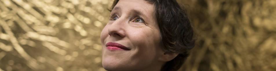 Marie Losier no duda ni un segundo y resume con una sola palabra cómo es su voz cinematográfica: libre.