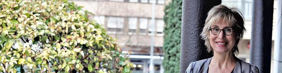 Foto de Núrica Vilanova, presidenta de CEAPI, en el exterior de la Confederación de Empresarios de Navarra (CEN), en Pamplona.