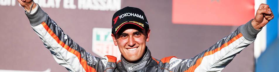 El piloto Mikel Azcona logró subir al podio en Marruecos consiguiendo un tercer puesto.