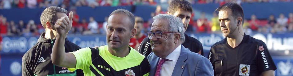 Foto de Nino fue homenajeado por Osasuna en el partido de la primera vuelta en El Sadar.