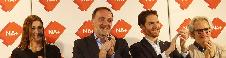 Foto de Ruth Goñi (Ciudadanos), Javier Esparza y Sergio Sayas (UPN), y Carlos Pérez-Nievas, el domingo celebrando el triunfo de NA+.