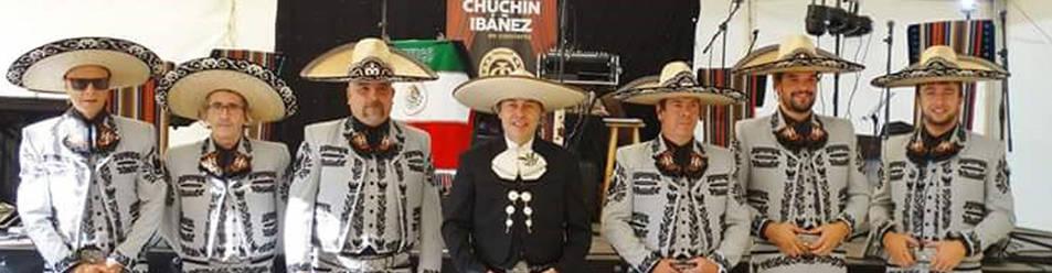 Foto de Chuchín Ibáñez, en el centro, junto a los Charros.