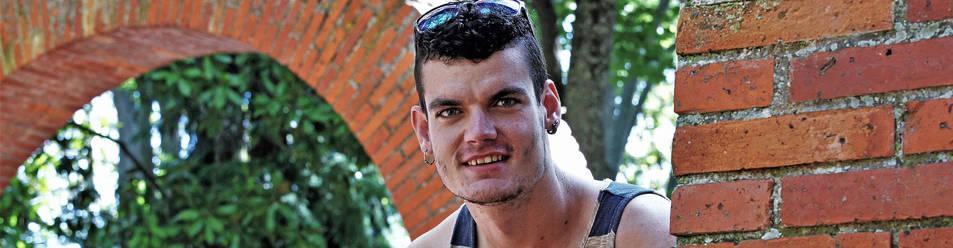 El beratarra Iñigo Martínez charla sobre su etapa como pelotari profesional en el parque de la Media Luna.