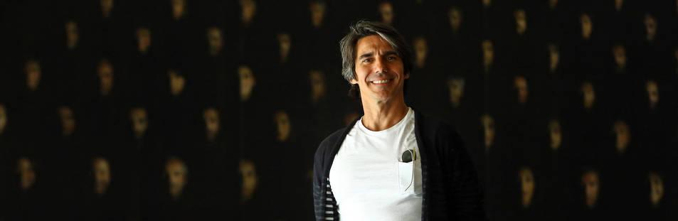 foto de Joaquín de Luz, posando este martes en el vestíbulo de Baluarte.