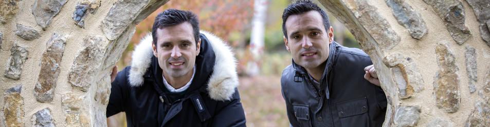 Foto de Miguel Flaño y Javier Flaño, en un rincón del Parque de los Sentidos de Noáin este pasado viernes.