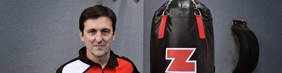 Joxe Vicente Eguzkiza posa en una las salas de entrenamiento del Gimnasio Kanku.