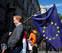 El 'Brexit' estremece Europa y se lleva a Cameron por delante