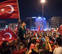 Miles de turcos celebran el fracaso del golpe de Estado que ha causado 265 muertos