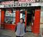 Las tiendas de alimentos del Casco Viejo podrán abrir después de las 12 de la noche