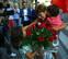 Abrazos, lágrimas y rosas rojas tras la investidura de María Chivite