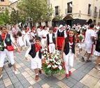 Santa Ana recibe más de 3.000 ramos y centros en tradicional ofrenda floral
