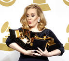 Adele triunfa en los Grammy de tributo a Whitney Houston