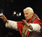 El Papa invita a mirar a la cruz en las dificultades