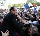 El socialista Hollande, favorito en los últimos sondeos en Francia