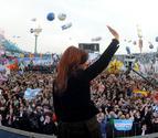 Fernández celebra con un baño de masas la expropiación de YPF