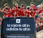 La música y el calor, protagonistas en la espera a los 'héroes' de la Eurocopa