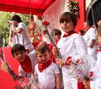 Una ofrenda infantil a San Fermín con