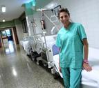 Elena Torres, de consejera del Gobierno a enfermera en la UVI