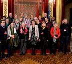 Barcina recibe a uno de los grupos que visitó el Palacio de Navarra