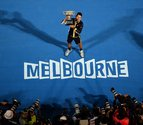 Novak Djokovic, rey de Melbourne, iguala con Federer