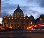 El cónclave continúa sin fecha y se ha retirado el escudo de Ratzinger