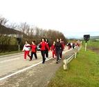 Miles de peregrinos marchan a Javier en una jornada tranquila