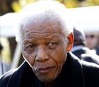 Mandela pasa su cuarta noche en hospital por una neumonía