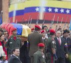 El chavismo se deshace en lágrimas durante el último paseo fúnebre