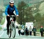 Los ciclistas que vayan a Javier, con casco y a menos de 45 km/h
