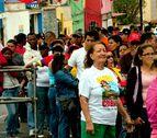 Largas colas para visitar el féretro de Hugo Chávez